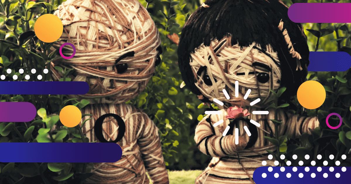 Dos muñecos de hilo y una flor