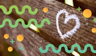 Corazón pintado en el banco de un parque